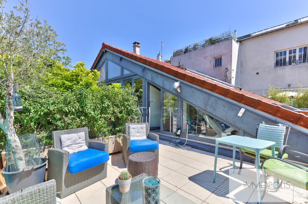 Artist studio for residential use of 173 m² – two exteriors of 20 m² – parking space 9