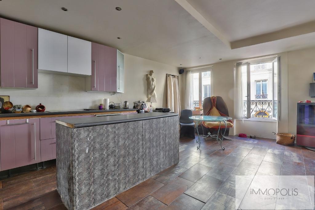 Appartement 2 pièces, double séjour, rue Lepic, quartier des Abbesses 2