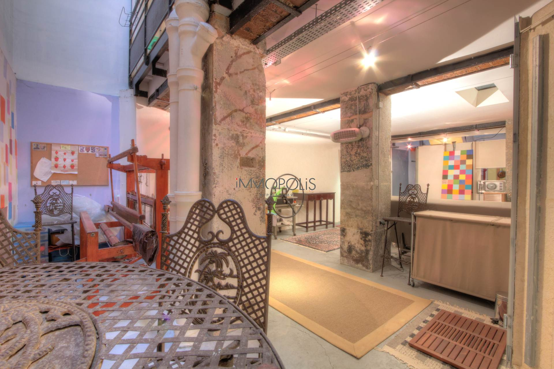 LOFT / ARTIST WORKSHOP totally atypical, in OPEN-SPACE on three levels with TWO CANOPIES overlooking calm courtyard! 7