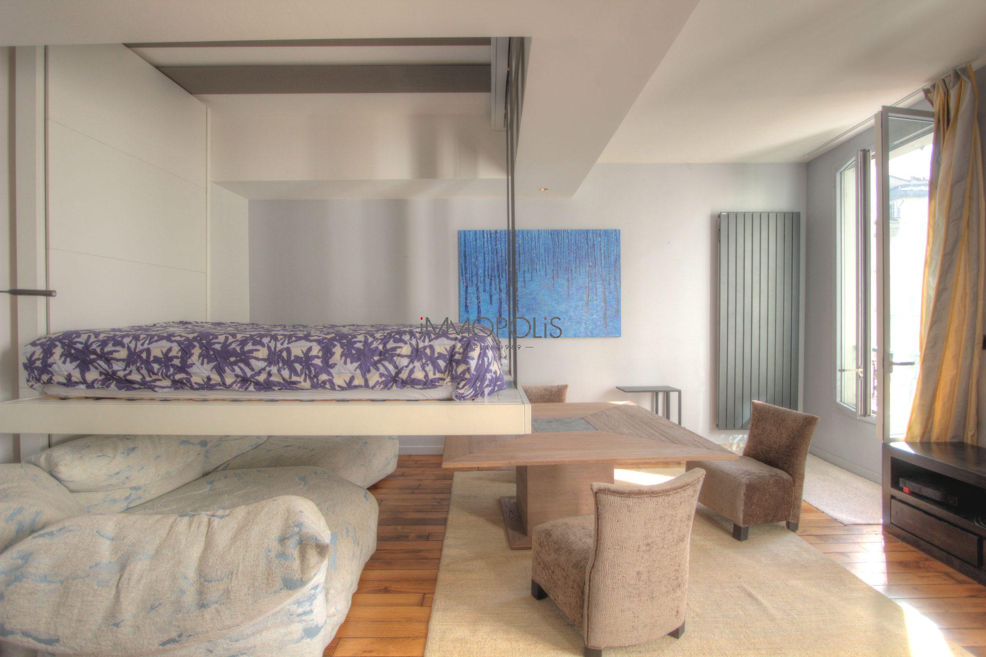 Exceptionnel à Montmartre (rue Gabrielle) : open space refait à neuf, prestations somptueuses, avec balcon et vue dégagée ! 6