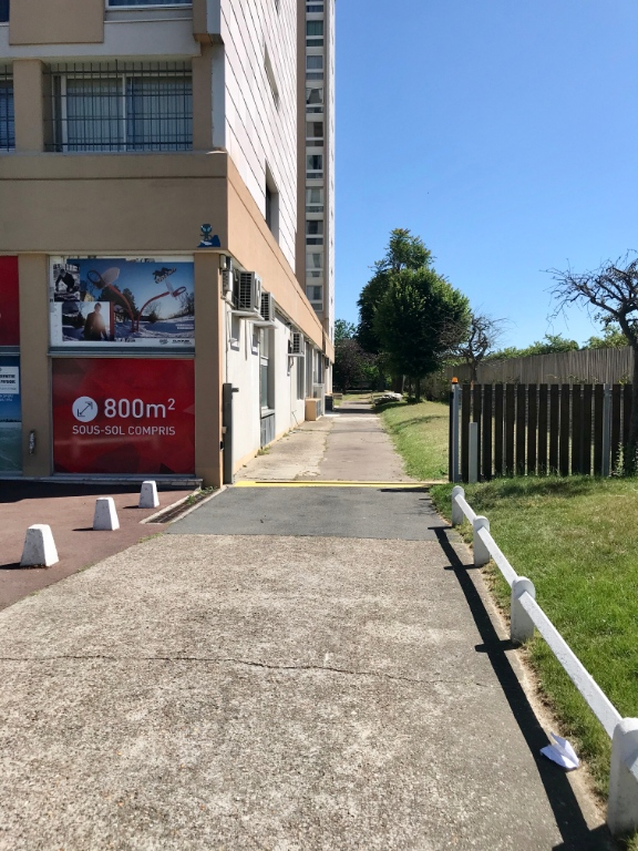 Building base, commercial walls in Ivry-sur-Seine (about 800m²) 2