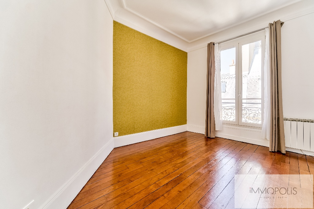 Place de l'Europe, very nice 3 room apartment in perfect condition 8