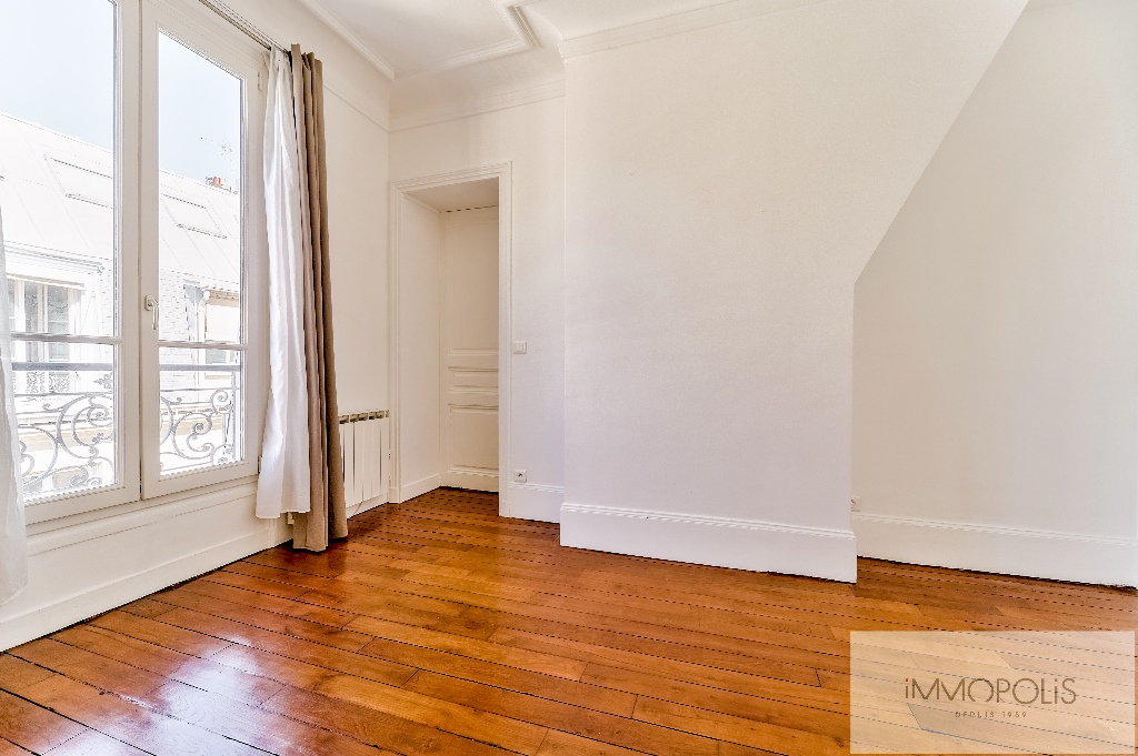 Place de l'Europe, very nice 3 room apartment in perfect condition 9