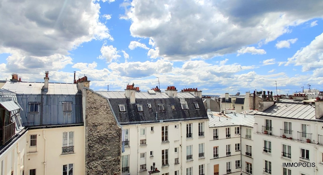 ABBESSES- 6th and last floor 1 room (s) 16.30 m2 1