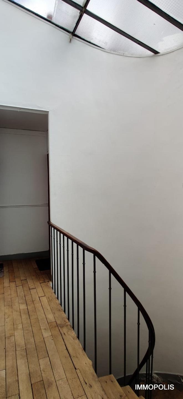 ABBESSES- 6ème et dernier étage 1 pièce(s) 16.30 m2 5