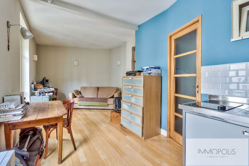 Beautiful studio on the top floor in the most beautiful street of Montmartre: rue d'Orchampt! 2