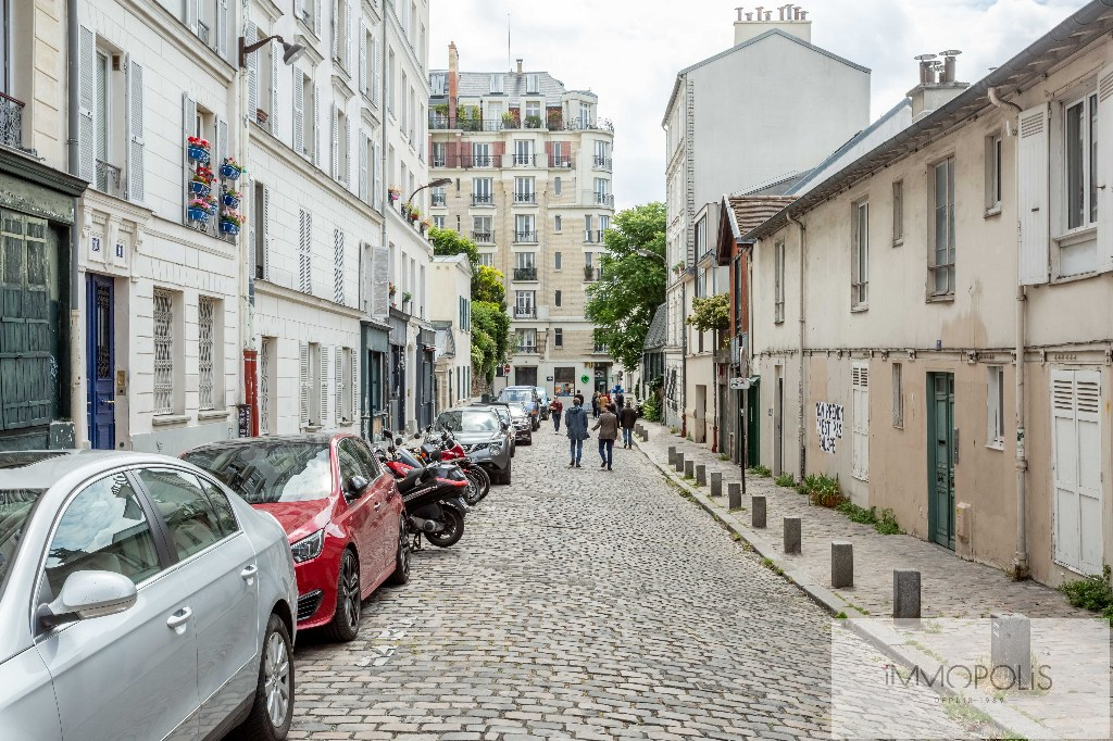 Beautiful studio on the top floor in the most beautiful street of Montmartre: rue d'Orchampt! 7