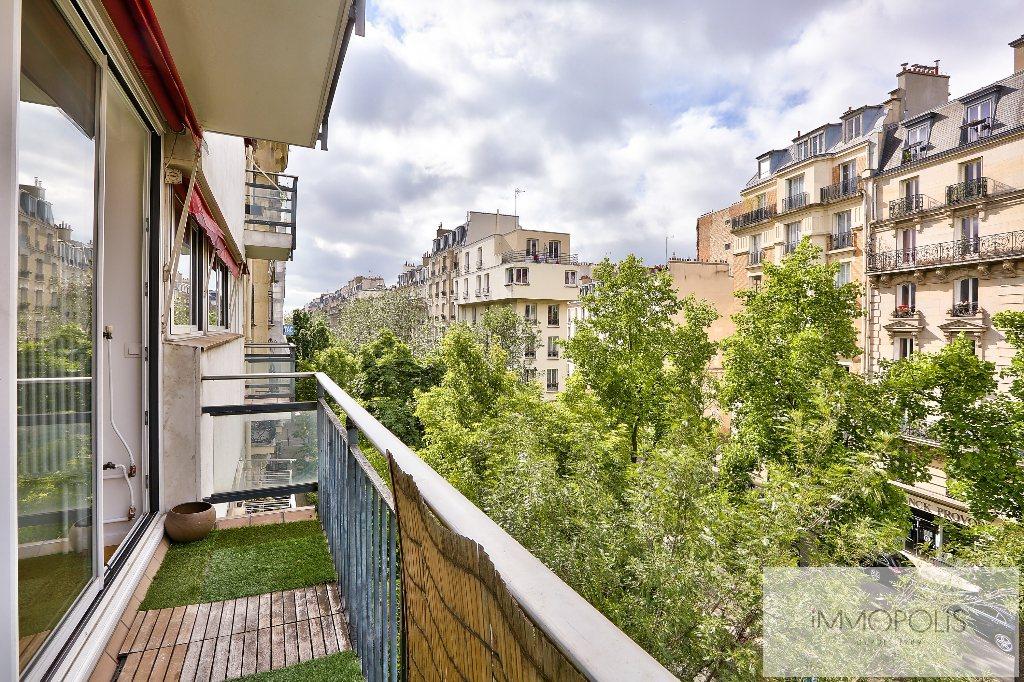 Très beau 4/5 pièces en 4e étage avec ascenseur, exposé SUD avec 2 balcons, parfait état, vendu avec cave + large BOX/parking 4