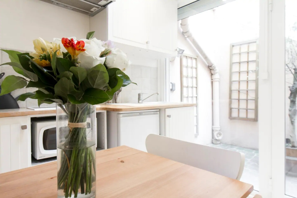 Superb apartment with its private courtyard very well located in Montmartre! Seasonal rental possible! 12