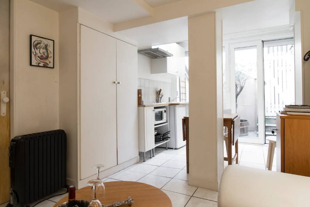 Superb apartment with its private courtyard very well located in Montmartre! Seasonal rental possible! 13