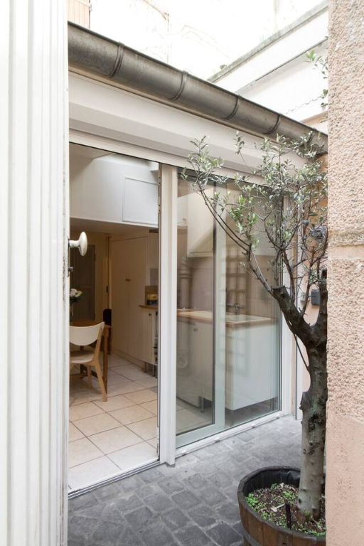 Superb apartment with its private courtyard very well located in Montmartre! Seasonal rental possible! 5