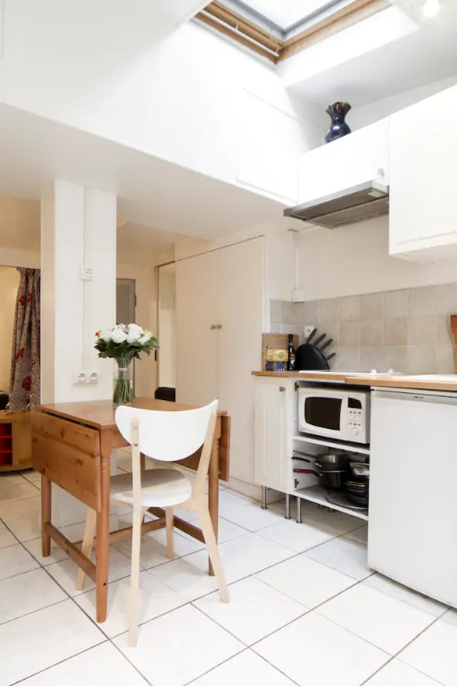 Superb apartment with its private courtyard very well located in Montmartre! Seasonal rental possible! 9