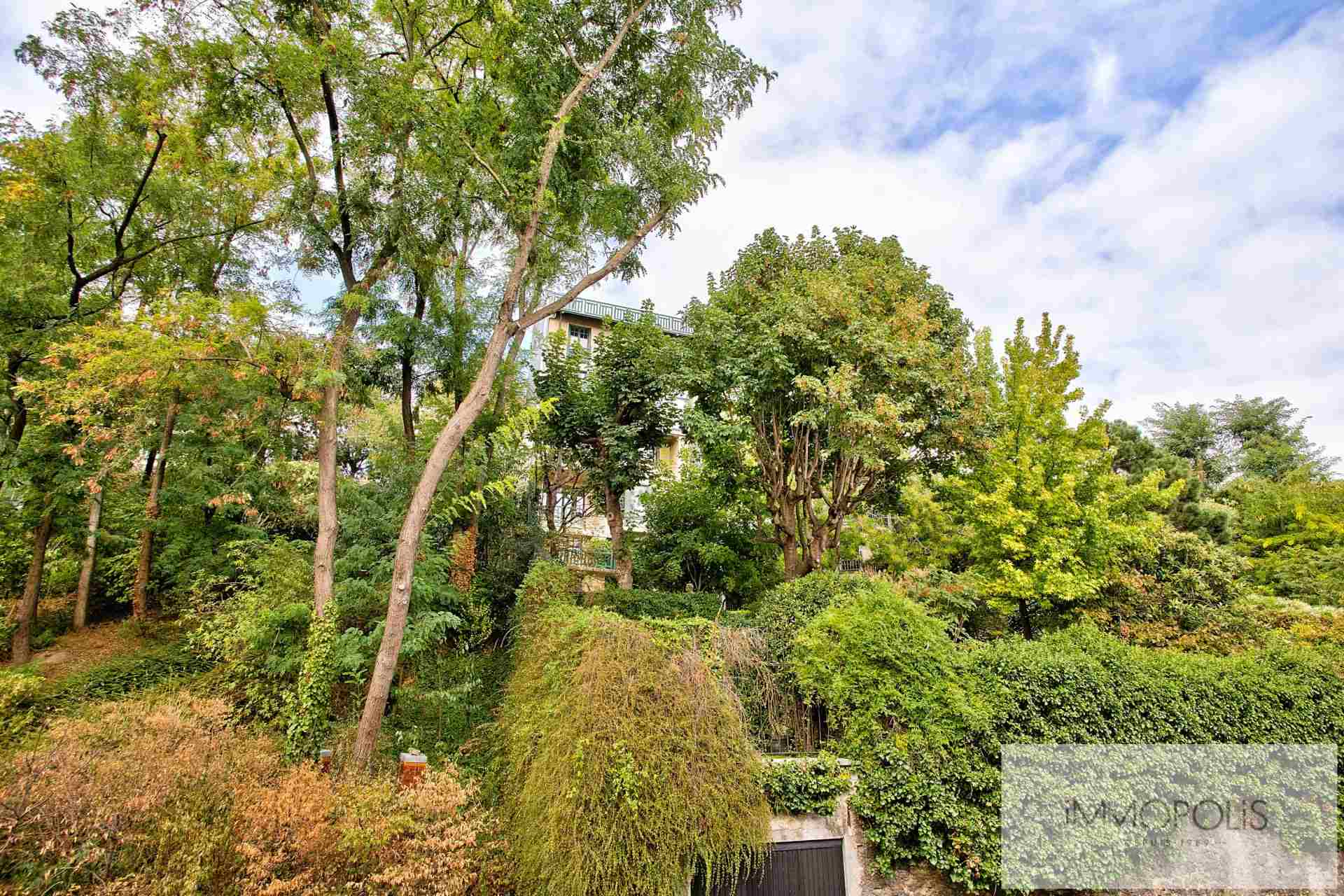 2 exceptional rooms in the heart of Montmartre with open view on the garden. 1