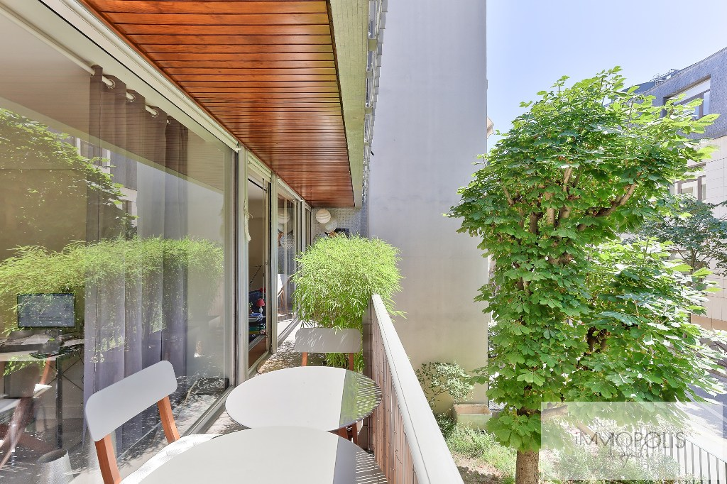 Beautiful apartment crossing on a quiet street and on the Park, Mairie / Pont de Neuilly district, with terraces, cellar and parking! 2
