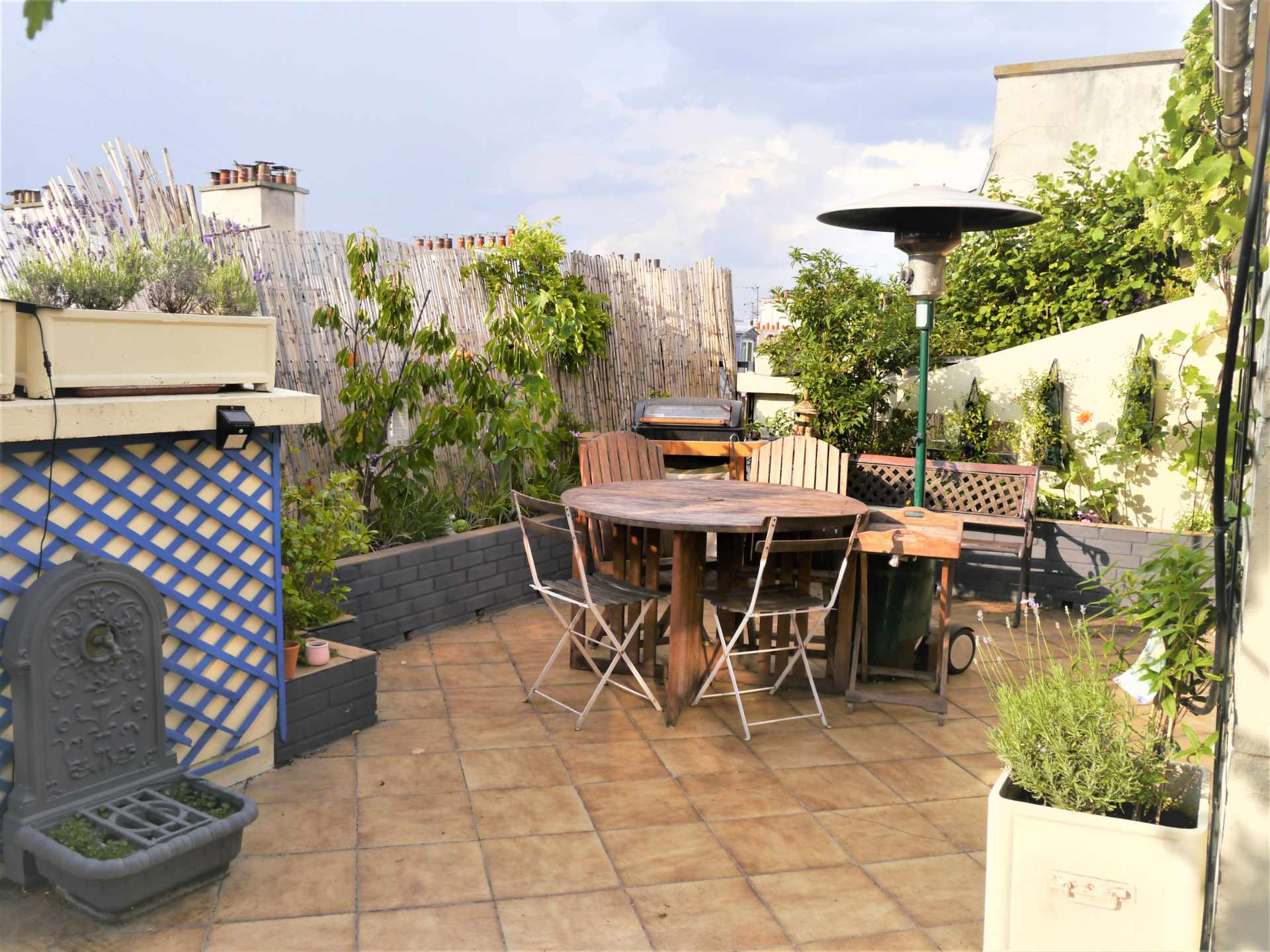 Top floor apartment rue Labat with terrace and open view 1