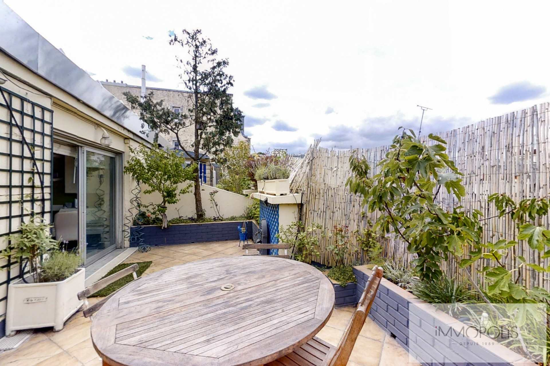 Top floor apartment rue Labat with terrace and open view 2