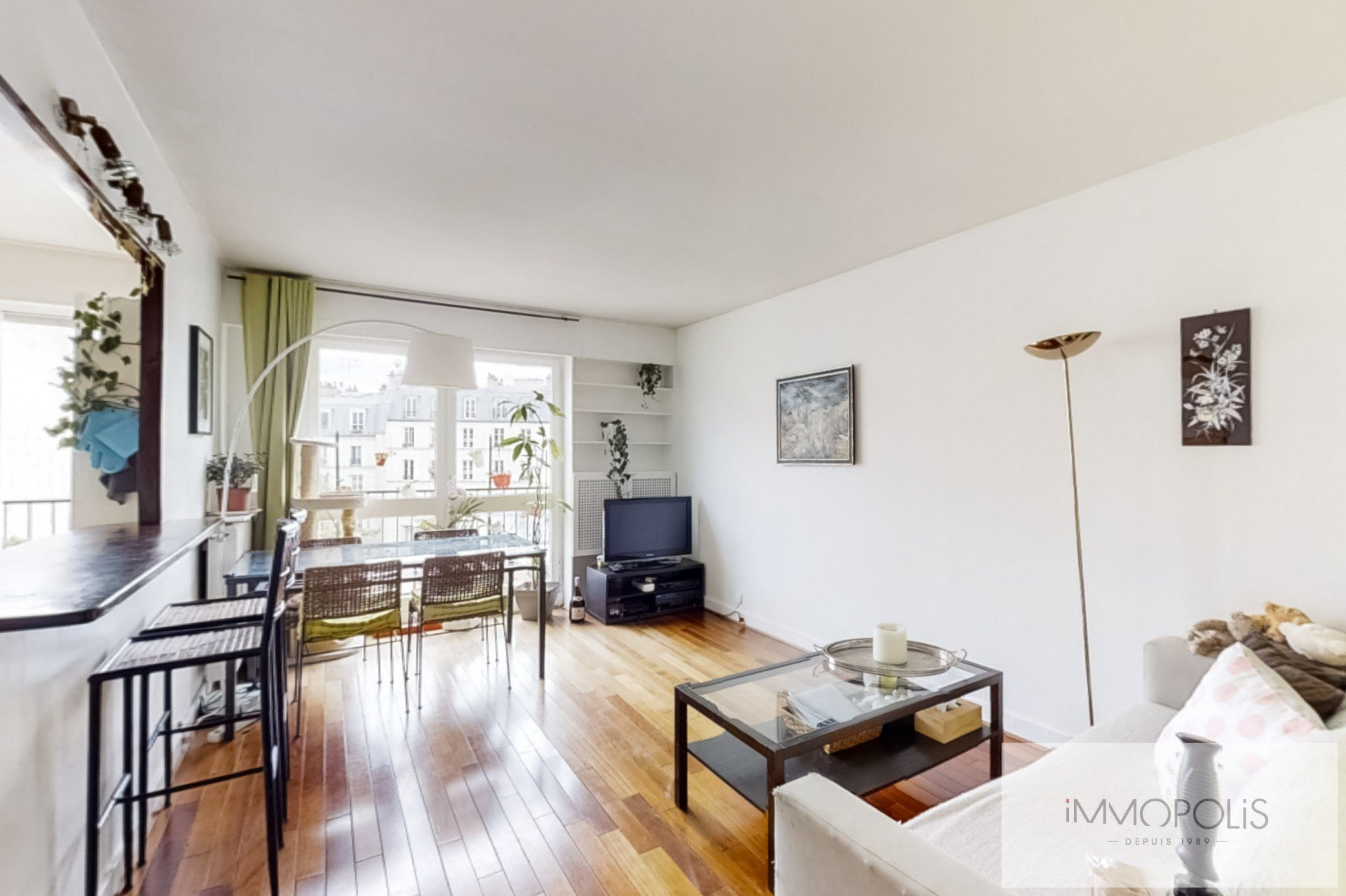 Top floor apartment rue Labat with terrace and open view 4
