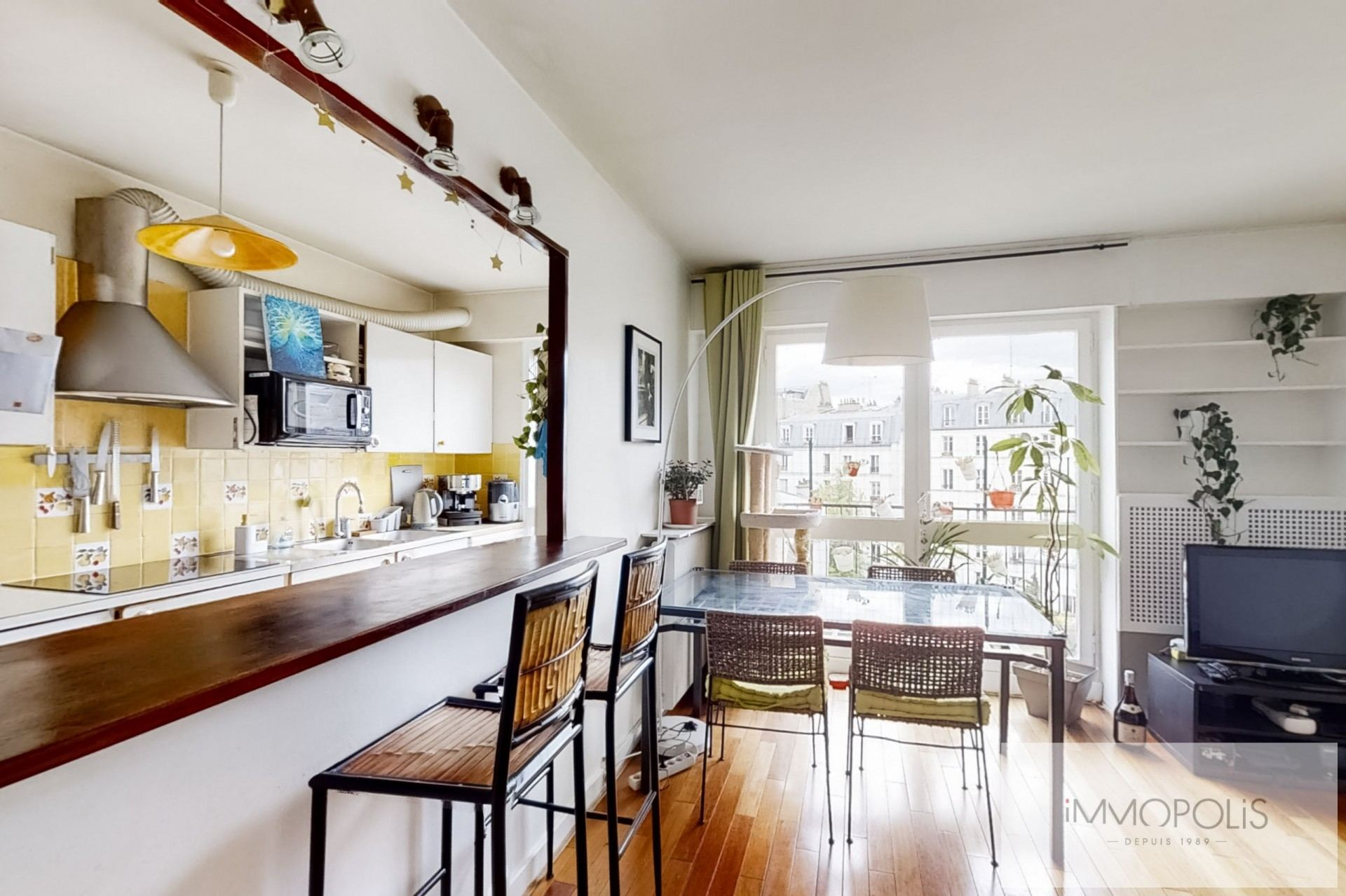 Top floor apartment rue Labat with terrace and open view 5