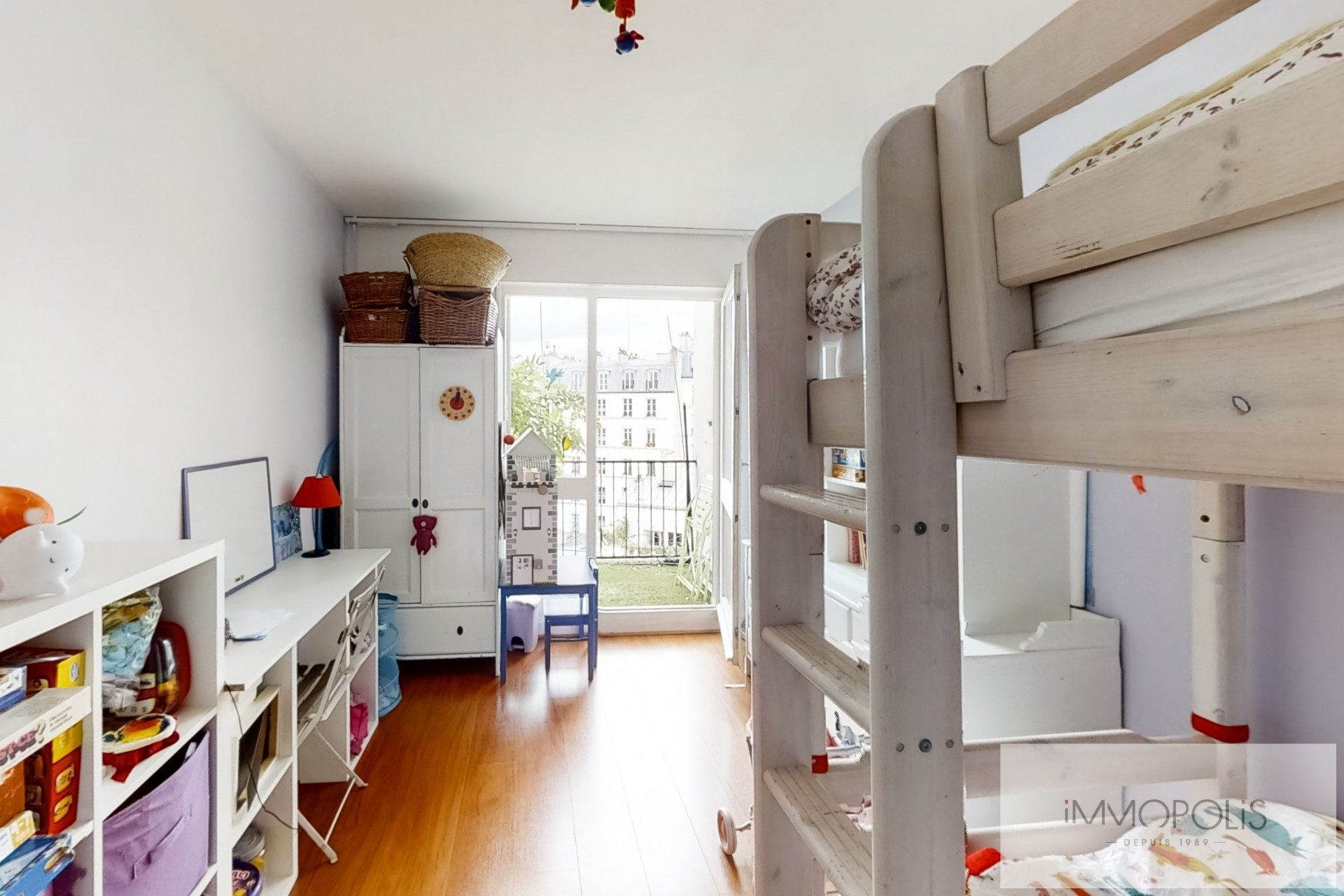 Top floor apartment rue Labat with terrace and open view 8