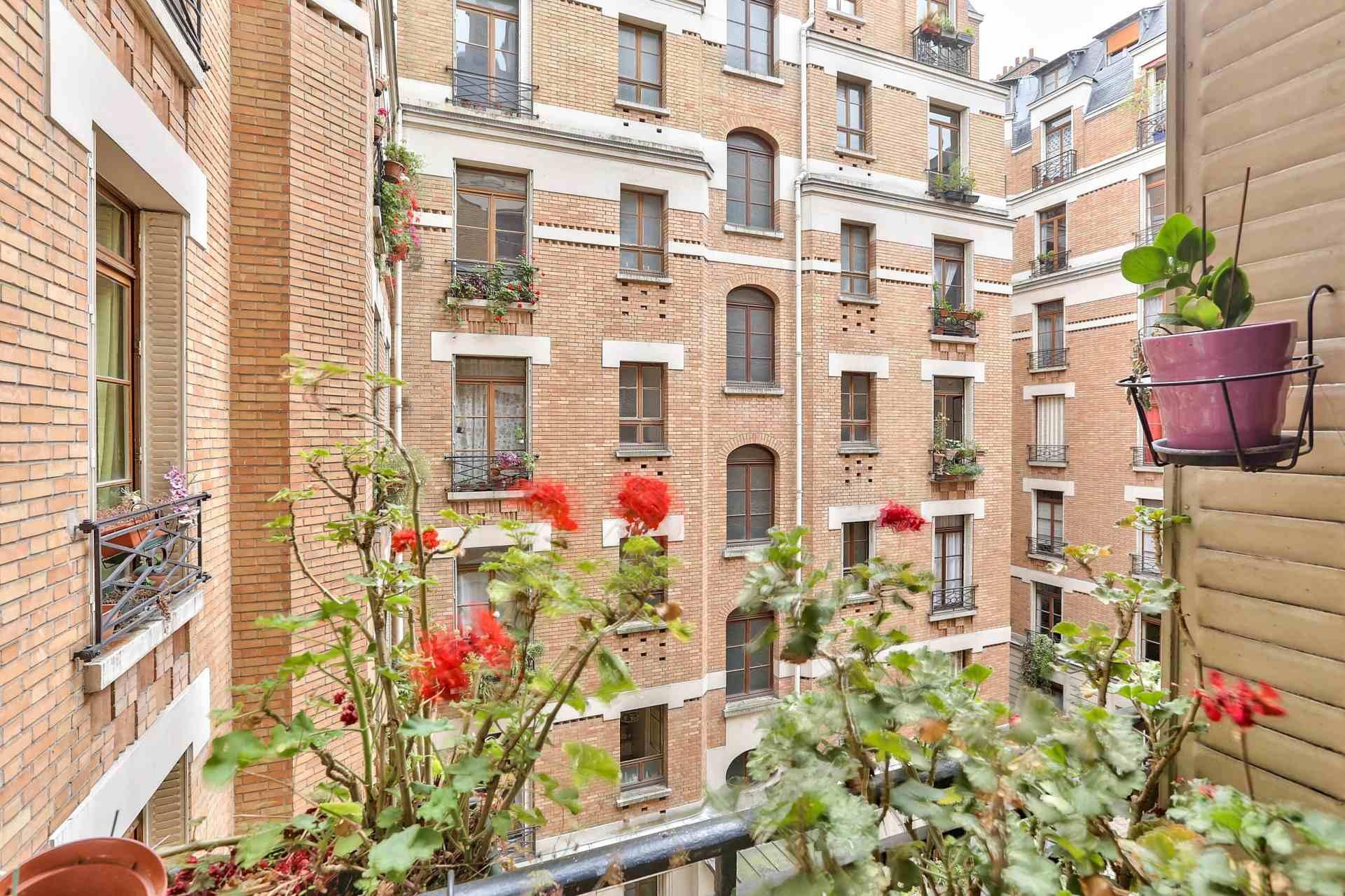 Boulevard Barbès – Very nice 3/4 room apartment of 90.9 m2 6