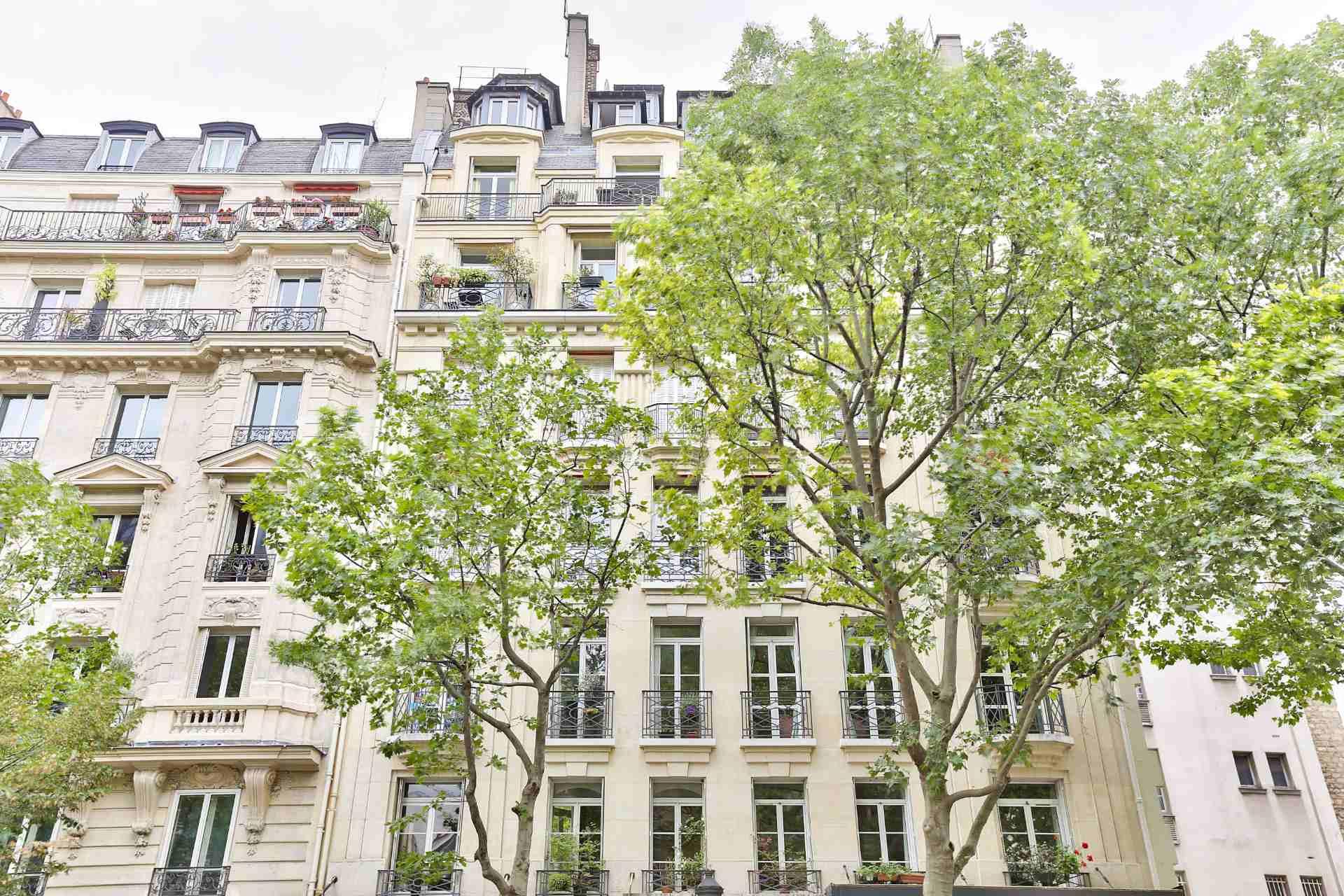 Boulevard Barbès – Very nice 3/4 room apartment of 90.9 m2 7