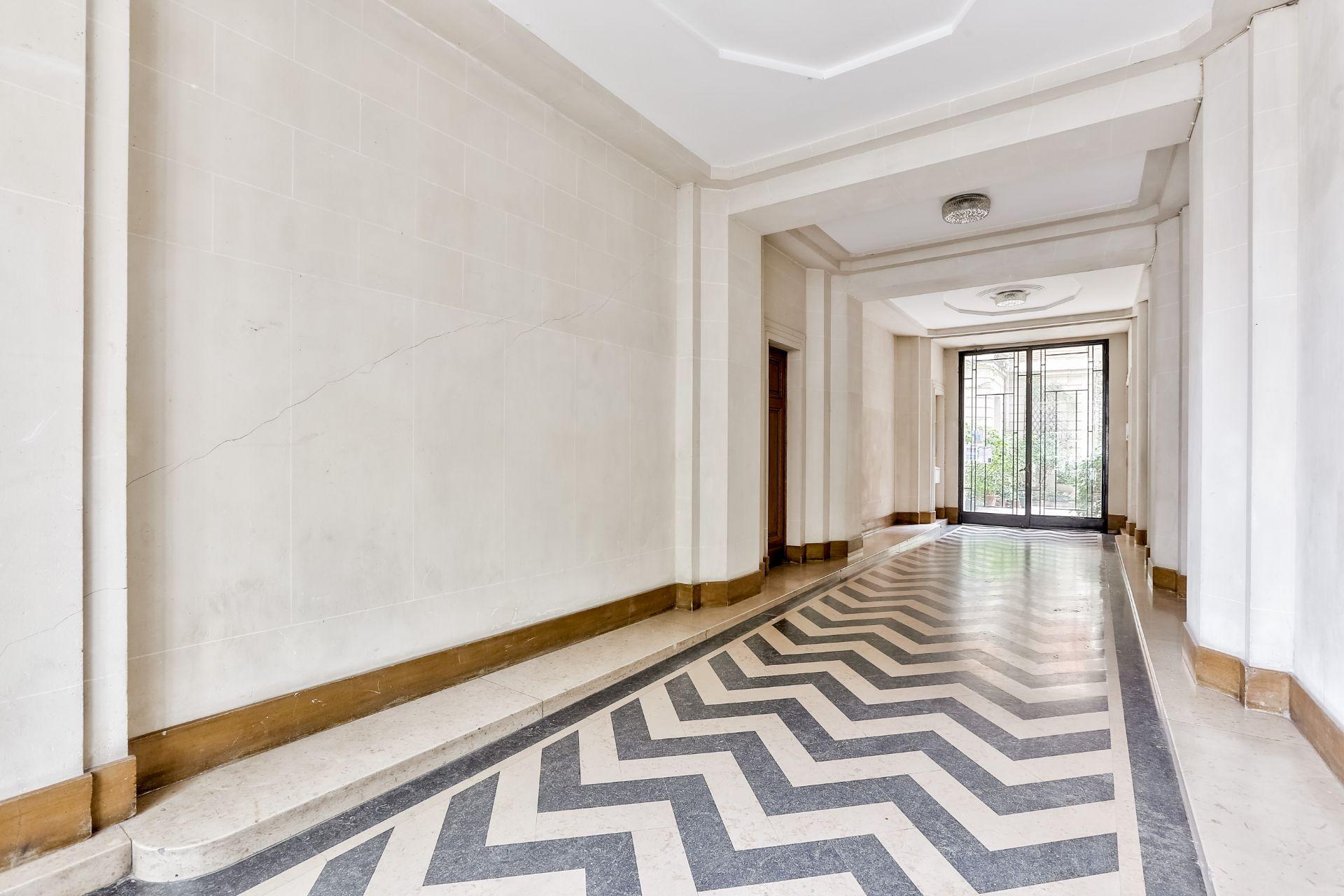Boulevard Barbès – Very nice 3/4 room apartment of 90.9 m2 8