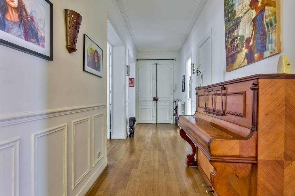 Rue Caulaincourt – 4 room (s) 93 m² – balcony 11