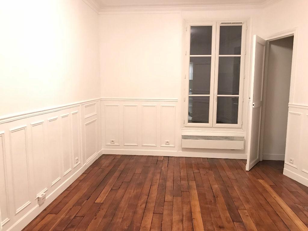 Appartement Paris 1 pièce(s) 23 m2 vide – MONTMARTRE 2