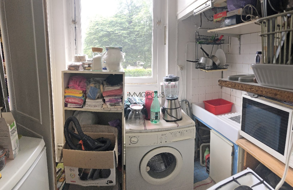 INVESTOR SPECIAL: Montmartre cemetery, studio with open view located in a private paved road, charming condominium! 5