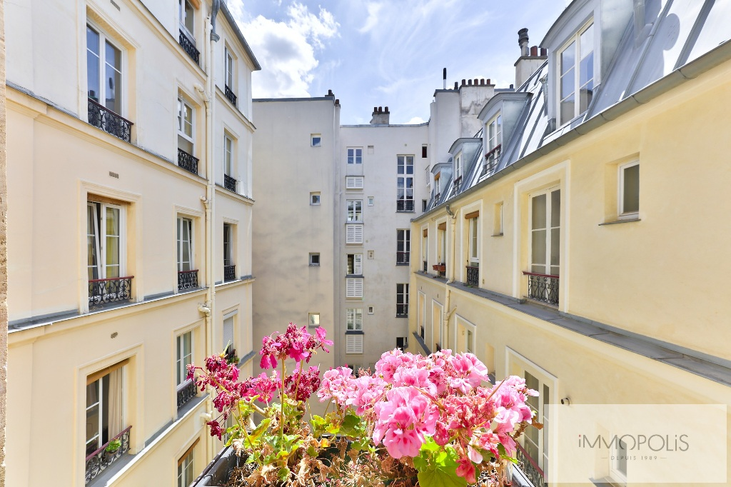 ABBESSES / RUE GERMAIN PILON beautiful 3 room apartment, very bright and quiet, in excellent condition! 1