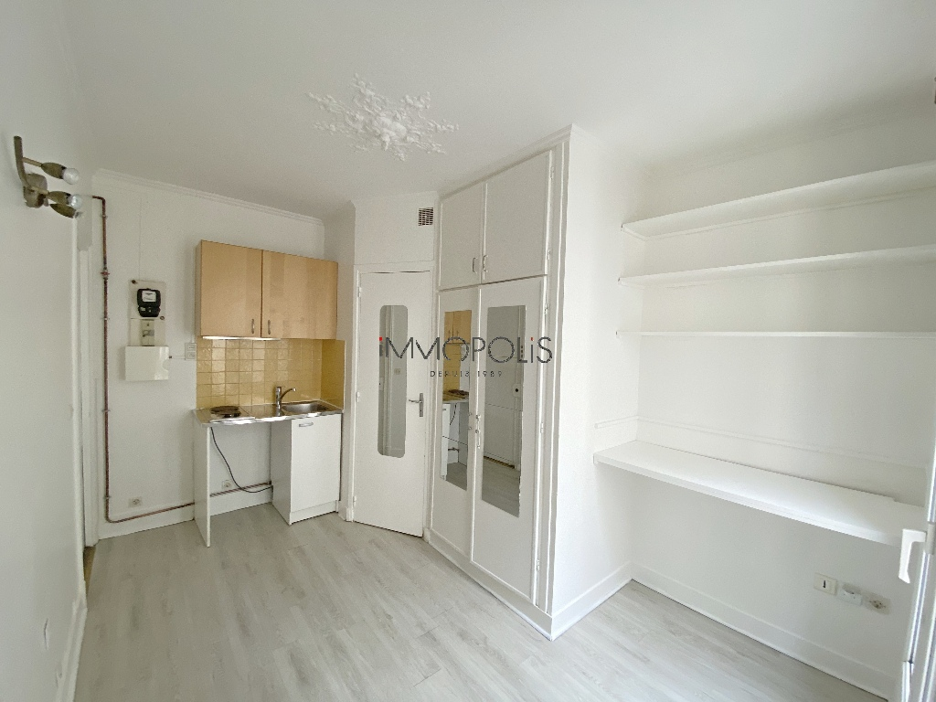 Beautiful studio in good condition in Montmartre: ideal pied à terre or 1st purchase! 1