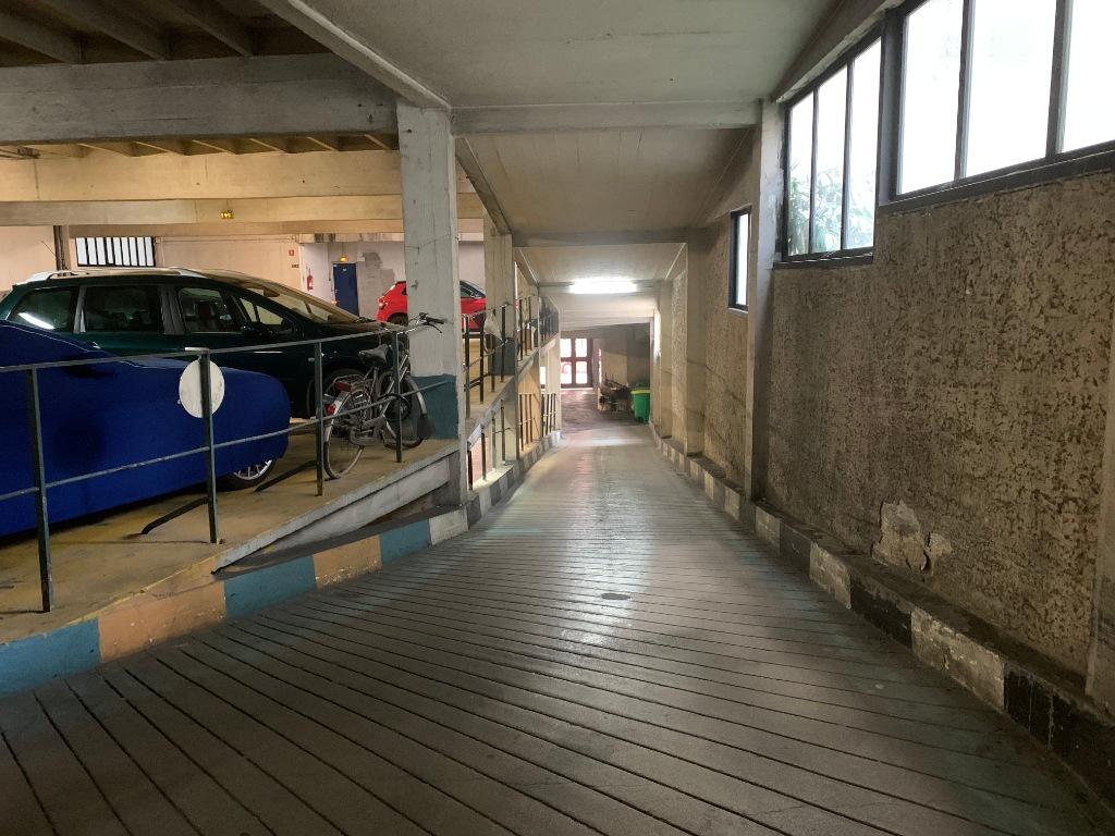 Parking space rue de Chaillot 4