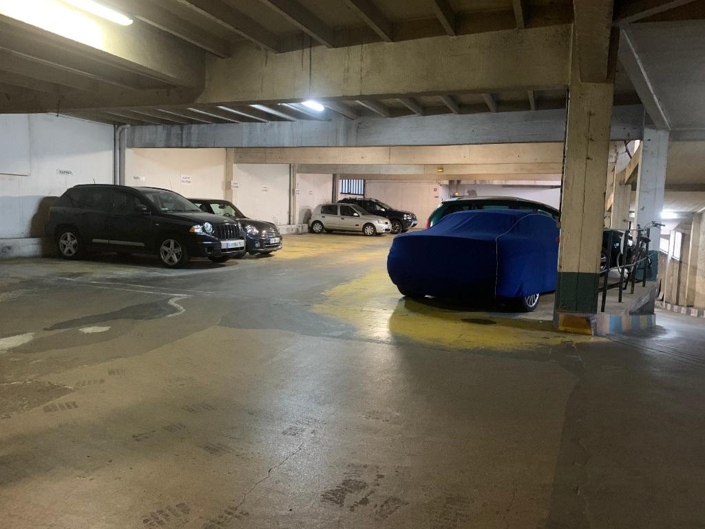 Parking space rue de Chaillot 6