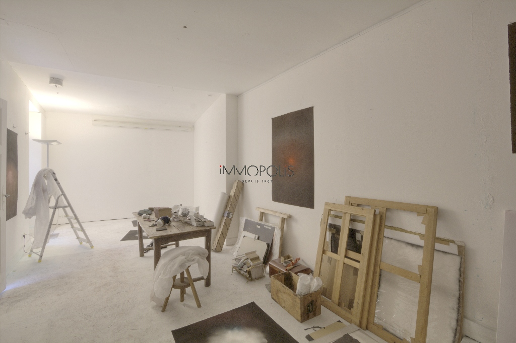 Soundproof workshop / Open – space of approximately 49 M² well located in Montmartre! 1