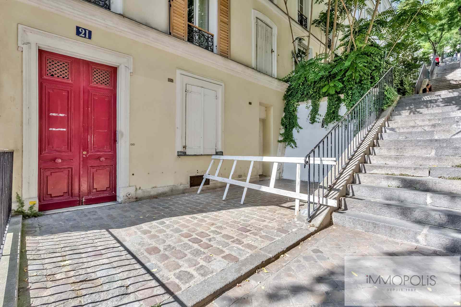 Soundproof workshop / Open – space of approximately 49 M² well located in Montmartre! 3