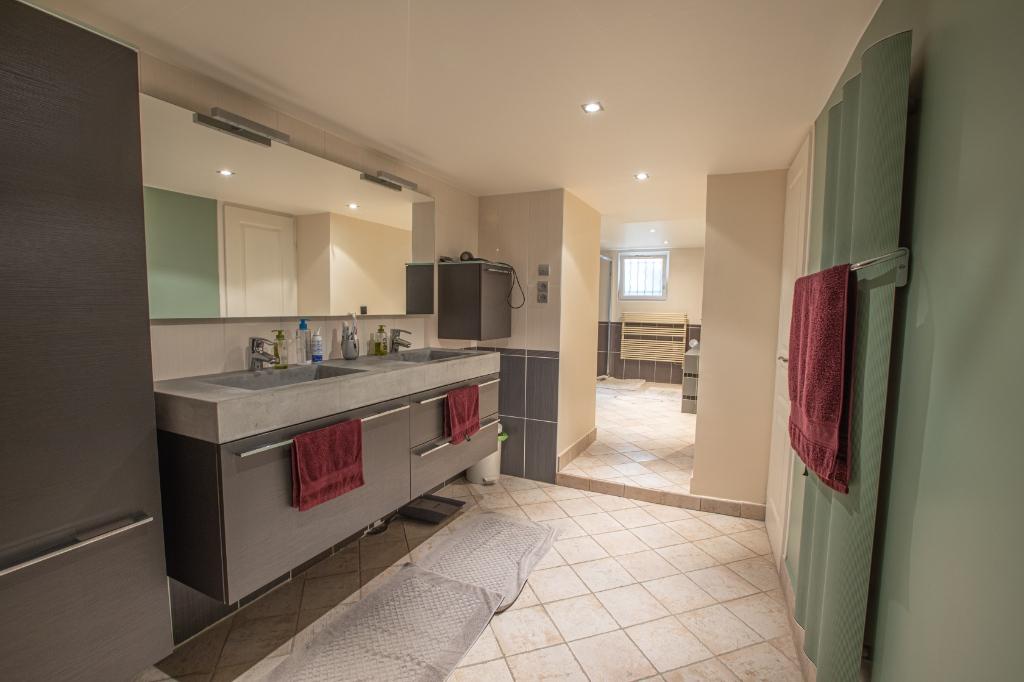 Appartement familial de 218.45 m2 – 4 chambres – 1 terrasse – 1 place de parking 11