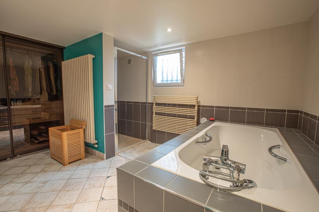 Appartement familial de 218.45 m2 – 4 chambres – 1 terrasse – 1 place de parking 12
