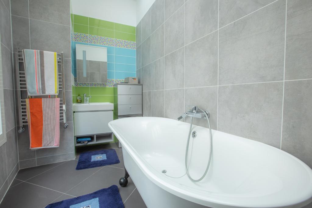 Appartement familial de 218.45 m2 – 4 chambres – 1 terrasse – 1 place de parking 13