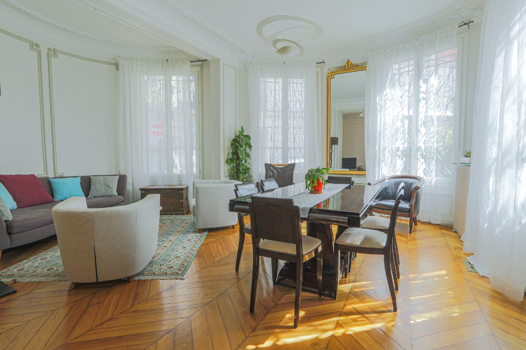 Appartement familial de 218.45 m2 – 4 chambres – 1 terrasse – 1 place de parking 2