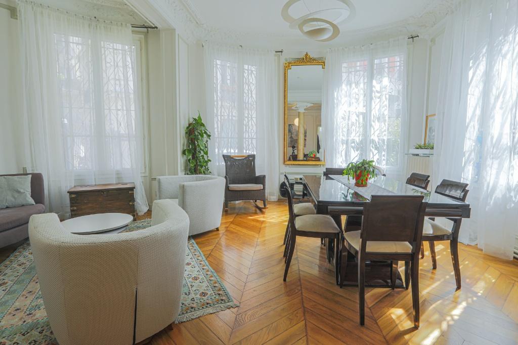 Appartement familial de 218.45 m2 – 4 chambres – 1 terrasse – 1 place de parking 3