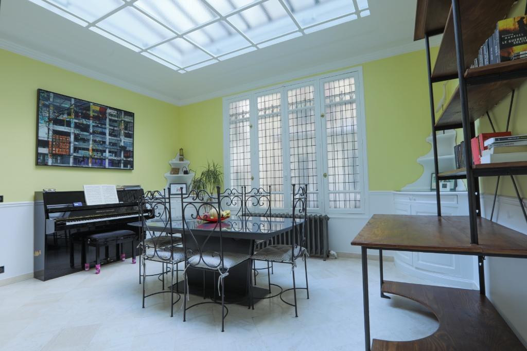 Appartement familial de 218.45 m2 – 4 chambres – 1 terrasse – 1 place de parking 4