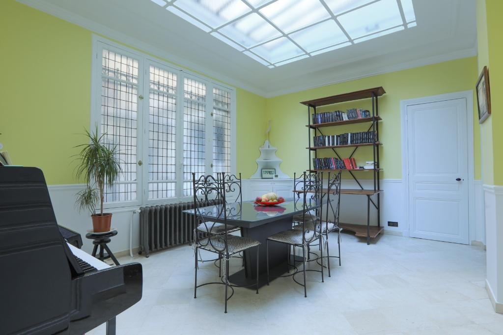 Appartement familial de 218.45 m2 – 4 chambres – 1 terrasse – 1 place de parking 5