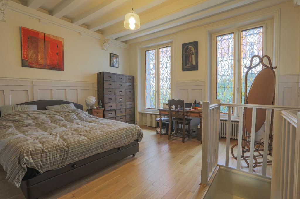 Appartement familial de 218.45 m2 – 4 chambres – 1 terrasse – 1 place de parking 8