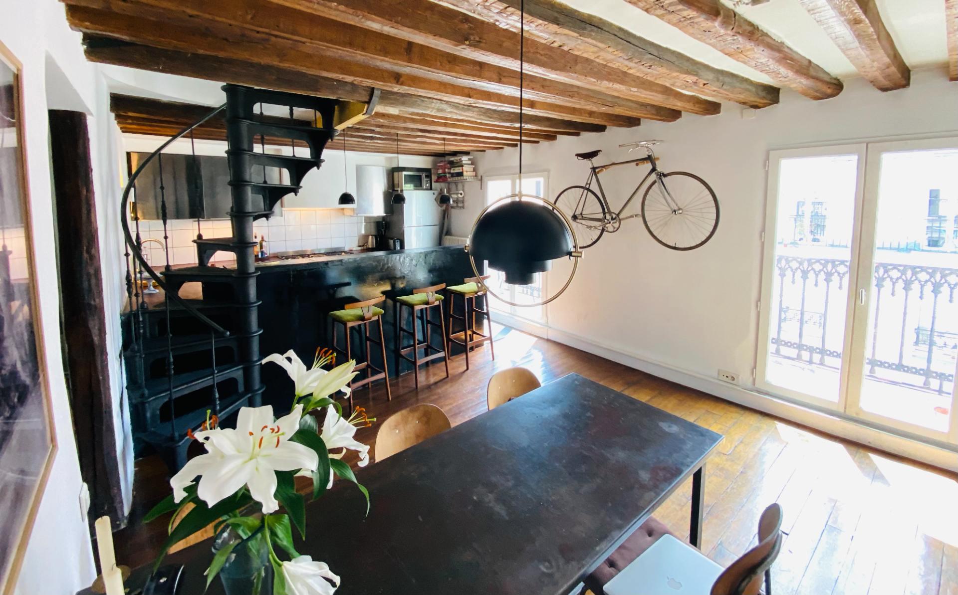 Duplex on the last floor 81.43m² (62.41m² Law Carrez) – Balcony of 11.5m² 3
