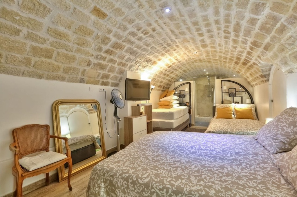Superb Batignolles 2 rooms with commercialization 5