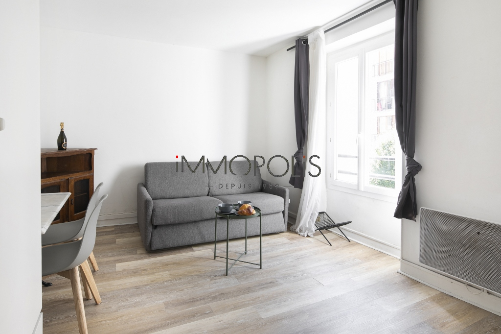 Charming studio in Les Abbesses facing south overlooking a very quiet dead end street! 1