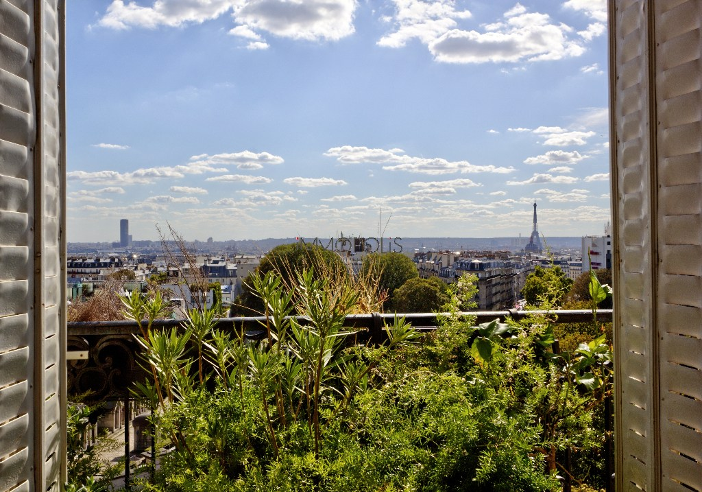 OCCUPIED LIFE LIFE IN MONTMARTRE ON A HIGH FLOOR WITH ELEVATOR: SUPERB CLEAR / PANORAMIC VIEWS AND BALCONY OF 27 m² ARE AVAILABLE! 1