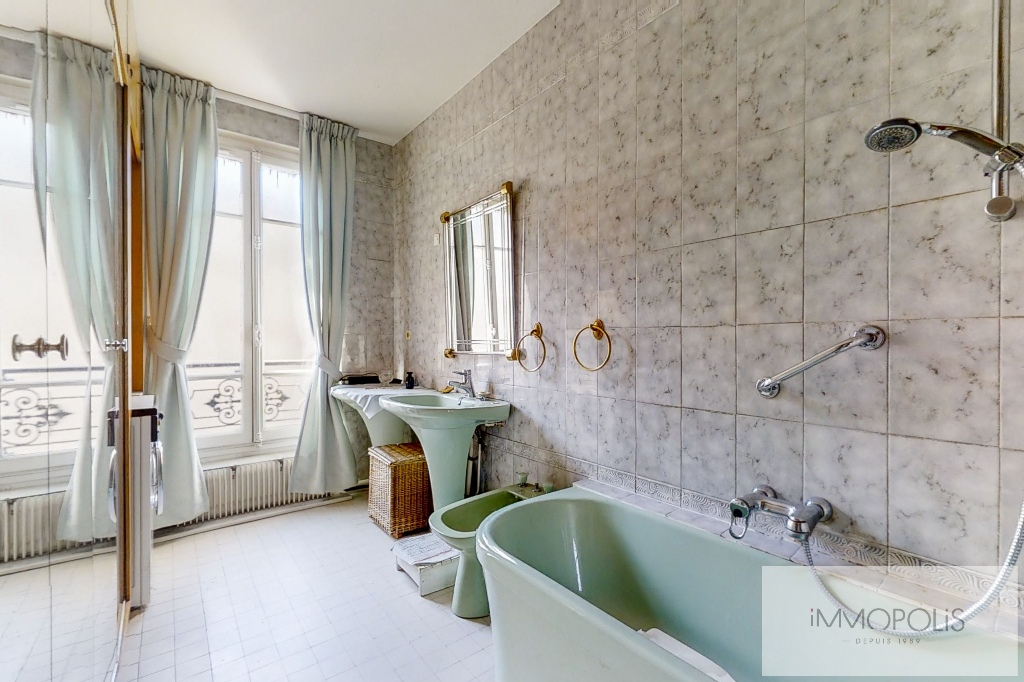 3/4 rooms of 87.06 m2 with open view – Place de la Nation 8