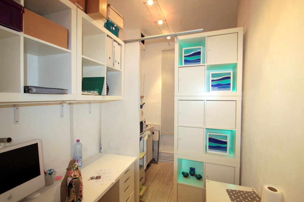 Business at Abbesses: good deal because very low rent and recovery! 6