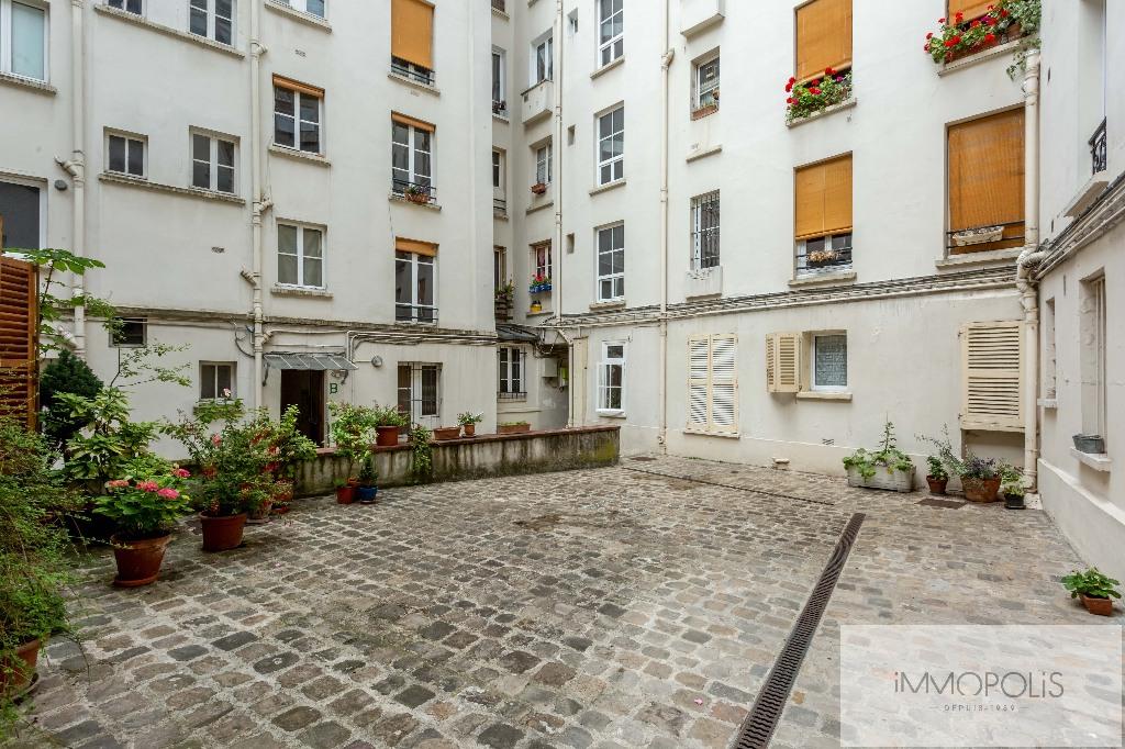 Beautiful studio on the top floor in the most beautiful street of Montmartre: rue d'Orchampt! 2